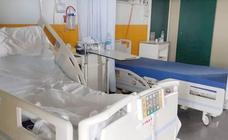 La «saturación» sanitaria de León no impide a la Junta cerrar 57 camas en el Hospital y San Isidro