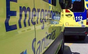 Un herido en la colisión entre dos vehículos en la calle Lago de La Baña de Ponferrada