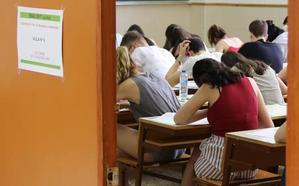 Tres alumnos de institutos públicos obtuvieron las mejores notas de la Ebau