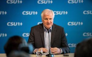 El ministro del Interior alemán da dos semanas a Merkel para lograr un acuerdo migratorio