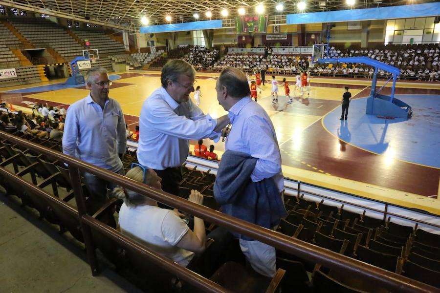 Silván recibe a las selecciones sub-20 y sub-23 de baloncesto femenino en León