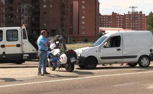 Vuelca una furgoneta tras volcar en la rotonda de Alcalde Miguel Castaño