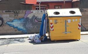 El Partido Popular exige la reposición de un contenedor que se quemó en Ferral hace un mes