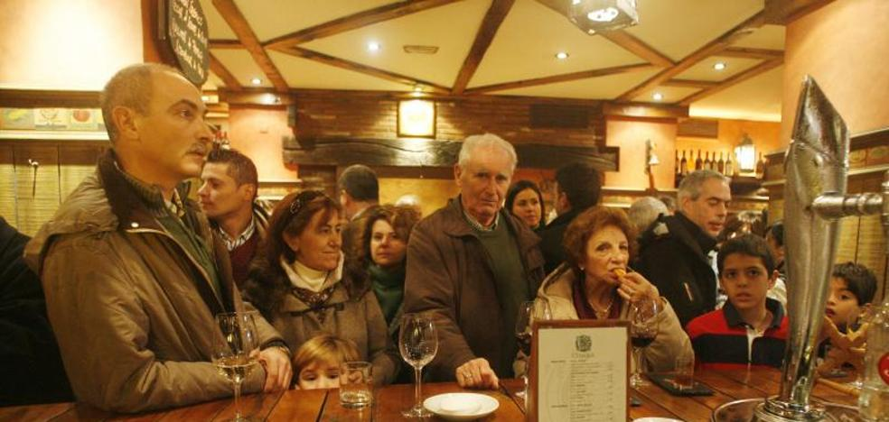 Los hogares de Castilla y León disparan el gasto en restaurantes y lo recortan en el ultramarinos