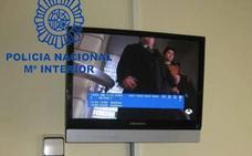 Detenida una pareja que forzaba las cajetillas de las televisión de los hospitales de León