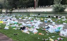 Los servicios municipales de limpieza recogen 86 metros cúbicos de basura tras la noche de San Juan