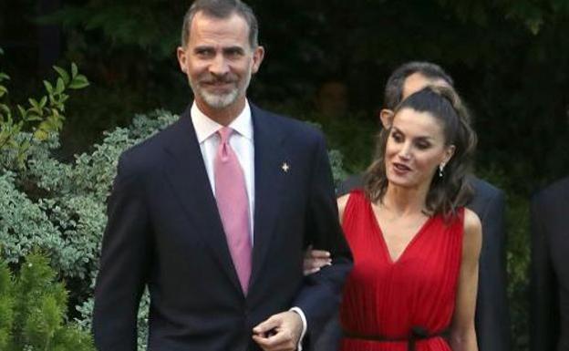 El Gesto De Letizia Con El Rey Felipe Que Desata La Polémica Es