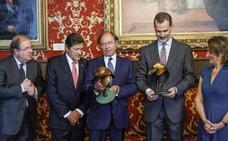 El Rey preside en el Senado el acto conmemorativo del centenario de Picos de Europa