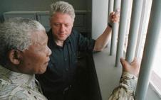 Subastan una noche en la celda de Nelson Mandela
