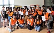 La graduación de 26 jóvenes ha protagonizado este jueves el encuentro de estudiantes y familias gitanas