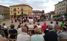 El IV Festival Folclórico Leonés celebra los treinta años del 'Grupo de Danzas La Barbacana'
