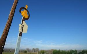 Ponferrada denuncia la «adulteración interesada» de la señalización del Camino para beneficiar a empresas privadas