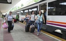 El tren playero se queda sin maquinista en León y deja 'en tierra' a 25 pasajeros