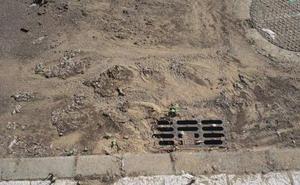 Cs denuncia la falta de limpieza en alcantarillas y sumideros de lluvia en las urbanizaciones de Cembranos
