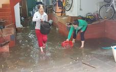 León, de nuevo, bajo el azote del temporal de lluvia, con calles anegadas y bajos inundados