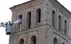 La caída de un rayo provoca un incendio en la torre de la iglesia de Villamol