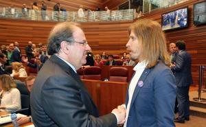 Los dirigentes leoneses Luis Mariano Santos y Pablo Fernández suspenden y ceden la nota más alta a Herrera