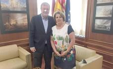 El alcalde de León recibe a la presidenta del Centro Región Leonesa de Ayuda Mutua