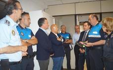 Tráfico entrega a la Policía Local de León un etilómetro de última generación para los controles de alcoholemia