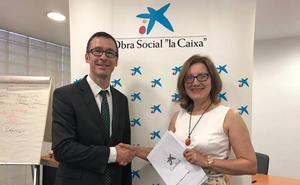 La Caixa apoya con 23.090 euros a Alzheimer León para el impulso de talleres de atención temprana