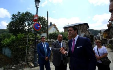 La Junta se compromete a colaborar económicamente en la «solución definitiva» a los desprendimientos que aíslan Peñalba
