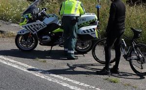 La Guardia Civil denuncia a dos ciclistas que dieron positivo en el control de alcoholemia