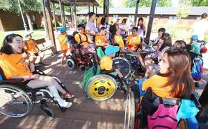 El baile centrará el XXI campamento inclusivo de Aspaym en El Bosque de los Sueños de Cubillos