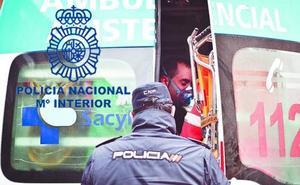 La Policía reanima a un operario que se desvaneció cuando realizaba labores de control de termitas en una iglesia de Astorga