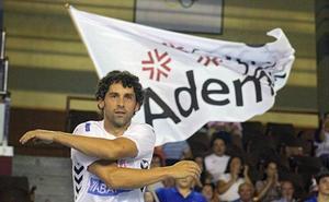 Eterno Juanín: a punto de cumplir 41 años renueva por una temporada con el Ademar