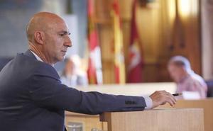 Juan Carlos Fernández alega «manifiesta indefensión» y tiene que valorar la entrega del acta