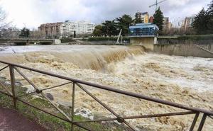 El PSOE denuncia el «abandono» de la ribera de los ríos de la capital