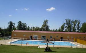 Un socorrista convertido en héroe en las piscinas de Valdefresno