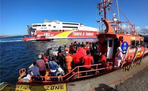El Ejército instala un Centro de Atención Temporal a Inmigrantes en Puerto de Algeciras