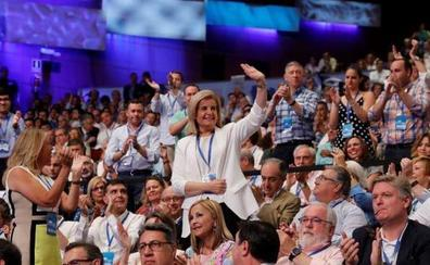 Sáenz de Santamaría situará a Fátima Báñez como secretaria general si resulta elegida