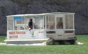 4.000 visitantes recorrieron durante 2017 los 'fiordos leoneses' a bordo del catamarán de Riaño