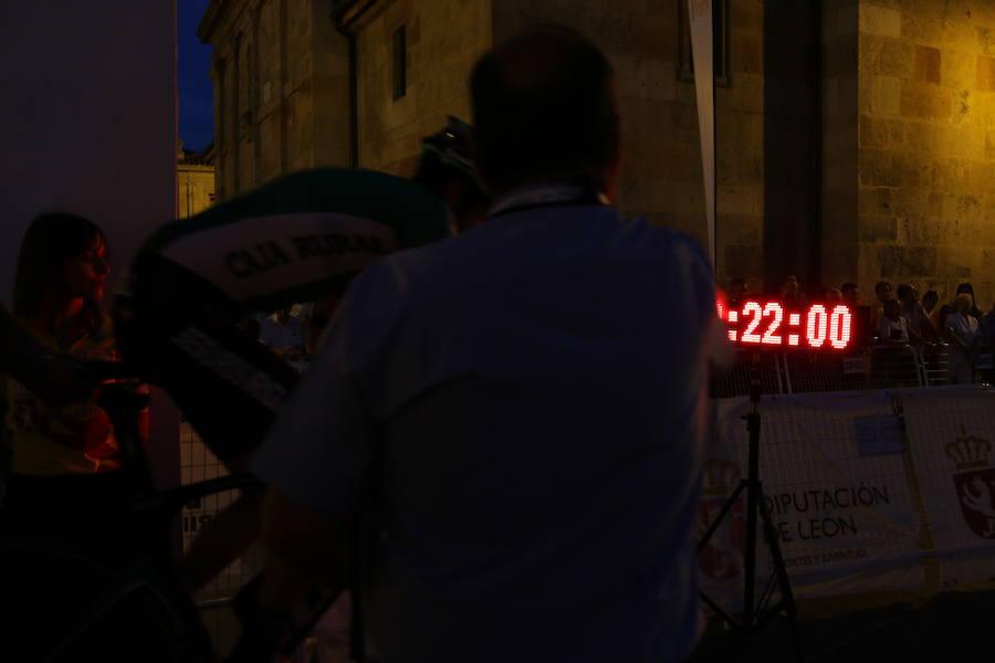 El espectacular inicio de la Vuelta a León