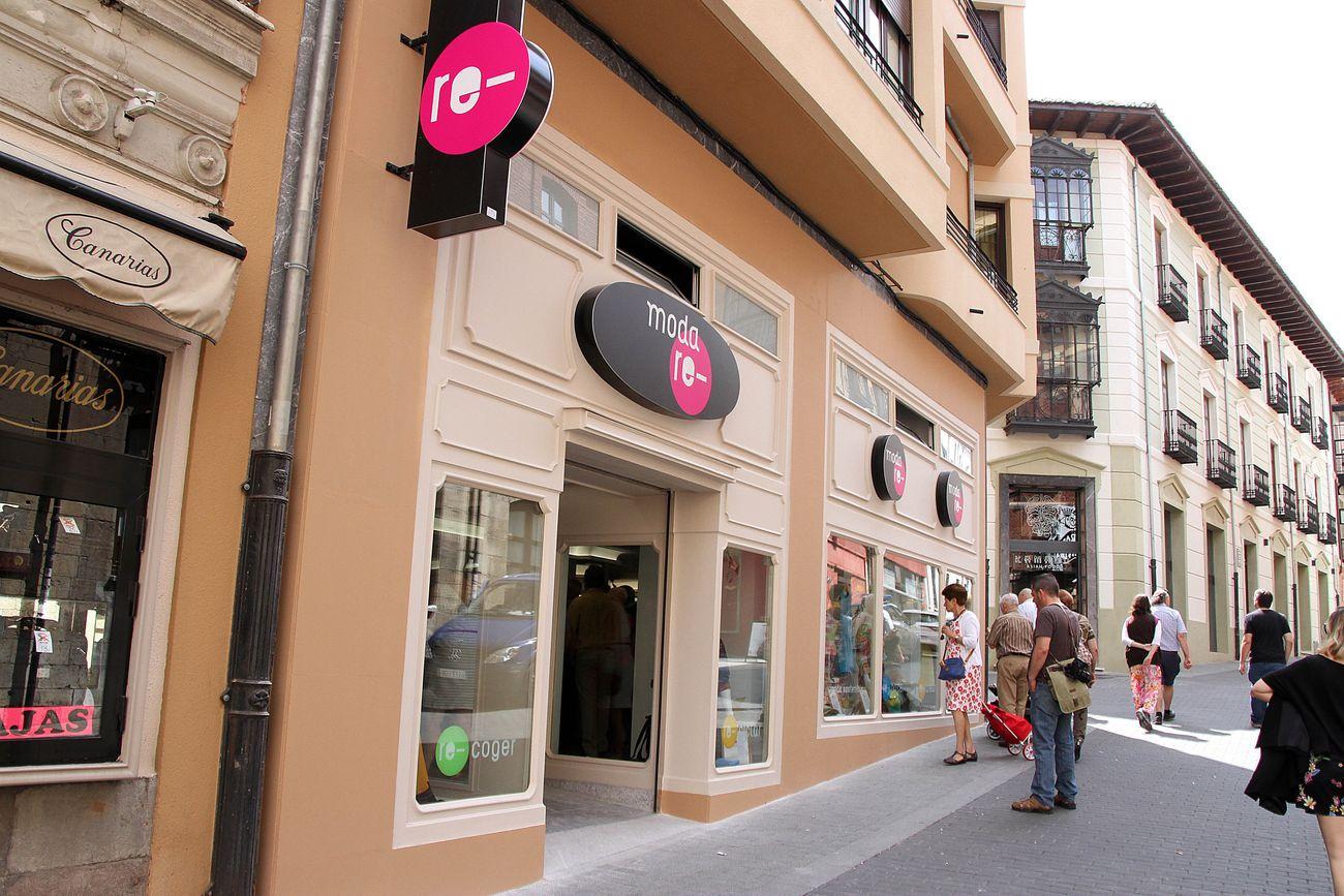 La 'Moda re' llega a León de la mano de Cáritas para reciclar ropa y reinsertar personas