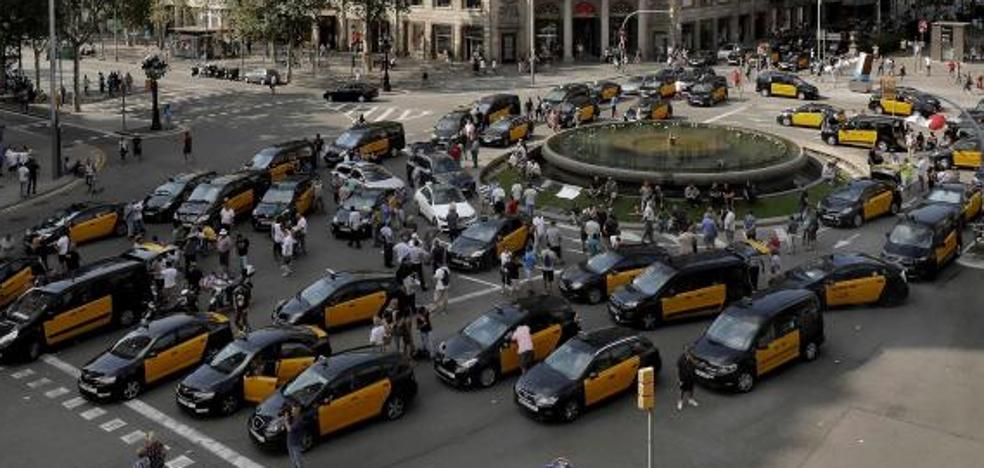 La huelga del taxi se contagia a media España y amenaza la operación salida