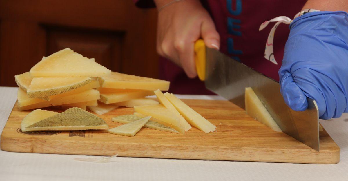 Concurso de corte y emplatado de quesos de León