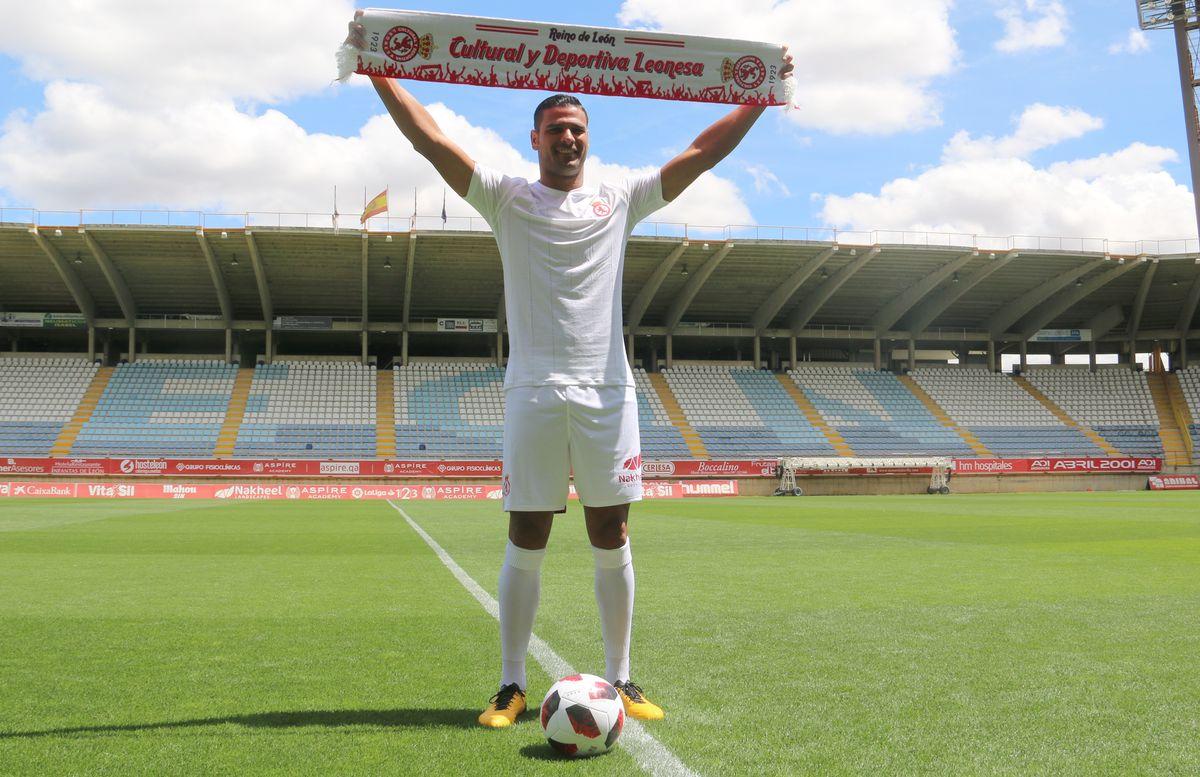 Aridane Santana, presentado como jugador de la Cultural