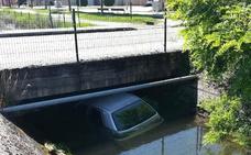 Detenidos dos jóvenes que huyeron tras caer al canal en Ponferrada con un coche robado