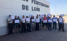 Los funcionarios de prisiones se concentran en Mansilla para pedir soluciones a las agresiones