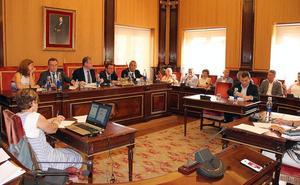 Salguero saca la cara por Silván, Cs da por buena la comisión y peligra la moción de censura del PSOE