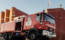 El fuego devora una vivienda en La Bañeza y obliga a intervenir a Bomberos de León