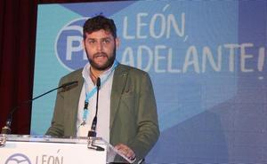 La 'Enredadera' alcanza al alcalde de Almanza: «Tiene una obra de 70.000 euros y nos la va a dar»