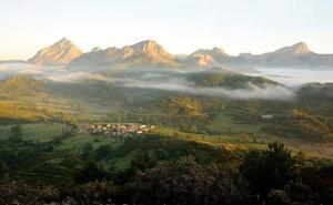 El Ayuntamiento de Riaño pone en valor dos rutas de senderismo iniciadas en el pueblo de Carande