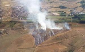 El operativo de la Junta trabaja en un fuego activo en Villamañán