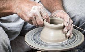 Carles Morant expone su obra en cerámica en la sede estable de artesanía de Colinas del Campo