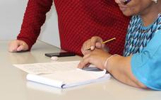 León promueve la integración lingüística de la población inmigrante con clases para niños y adultos