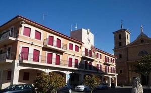 El PSOE lamenta que Majo «presuma» de superávit teniendo a Valencia de Don Juan «hecha unos zorros y a los proveedores sin cobrar»
